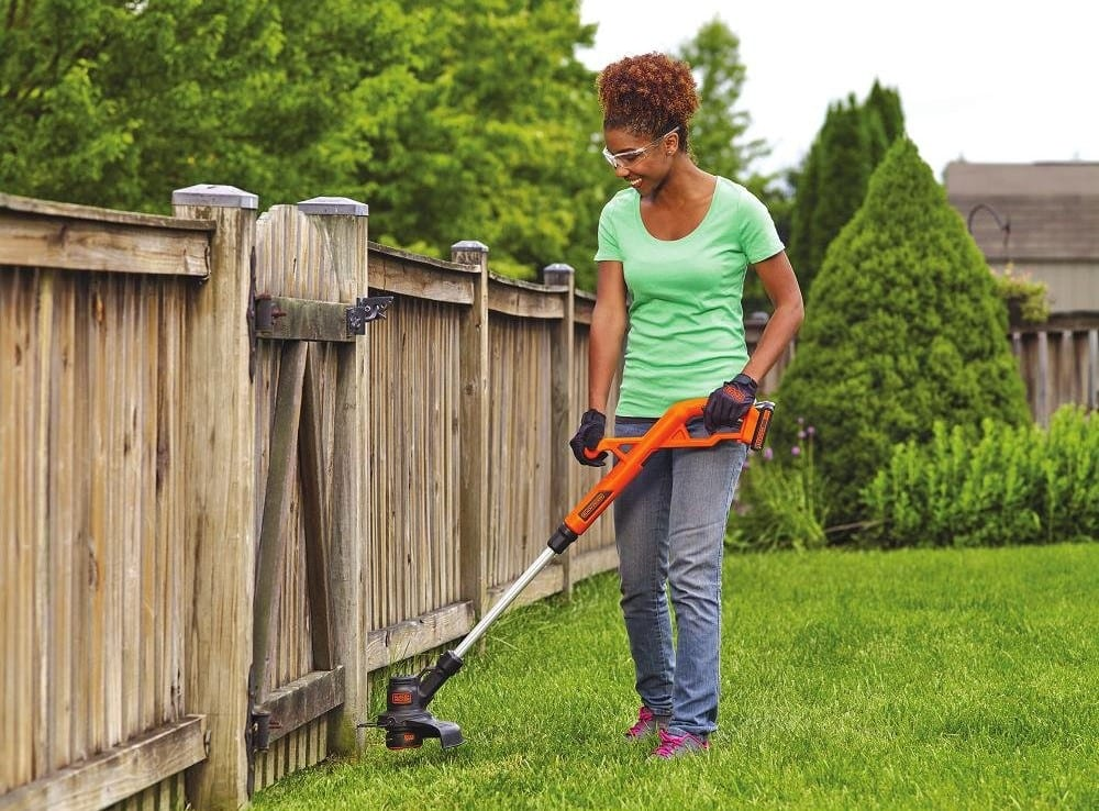 BLACK+ DECKER 20V Li-Ion Electric Grass Trimmer